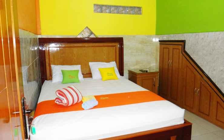 Comfort Room at Gayatri Homestay Malang - Deluxe I