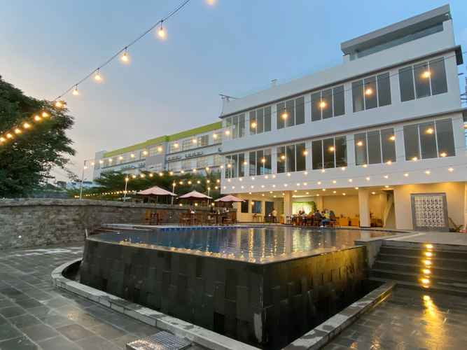 SWIMMING_POOL Airish Hotel Palembang