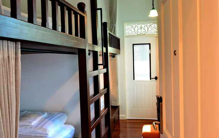 LANA Beds & Space Chiang Mai - Twin Room with External Private Bathroom with Balcony