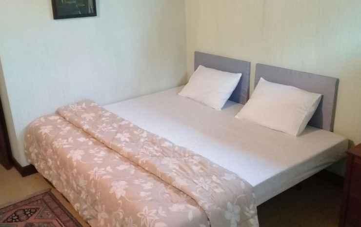 Maleo House SYARIAH Tangerang Selatan - Queen Room (MAX CHECK-IN 22:00)