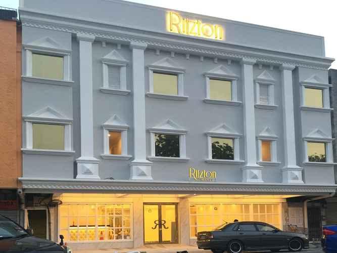 EXTERIOR_BUILDING Ritzton Hotel