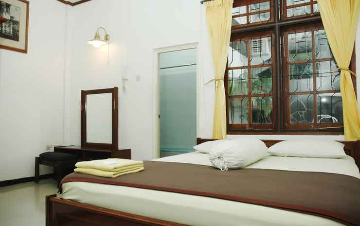 Family Homestay Yogyakarta  Yogyakarta - Anggrek Room