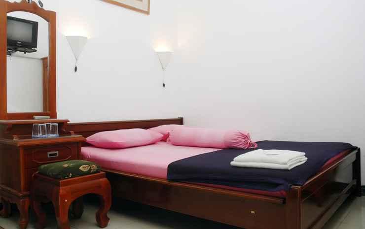 Family Homestay Yogyakarta  Yogyakarta - Mawar Room