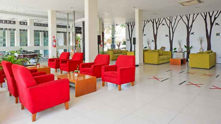 LOBBY Front One Resort Magelang F.K.A Hotel Trio