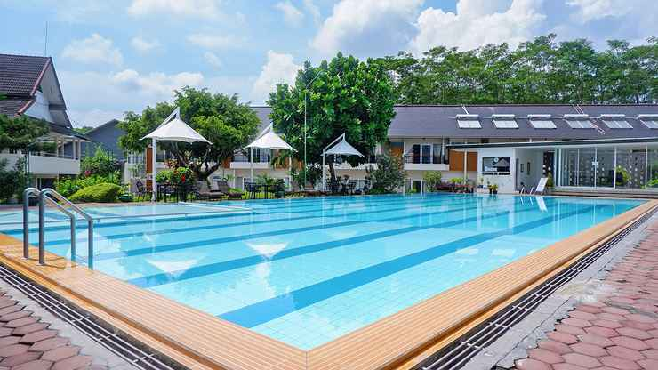 SWIMMING_POOL Front One Resort Magelang F.K.A Hotel Trio