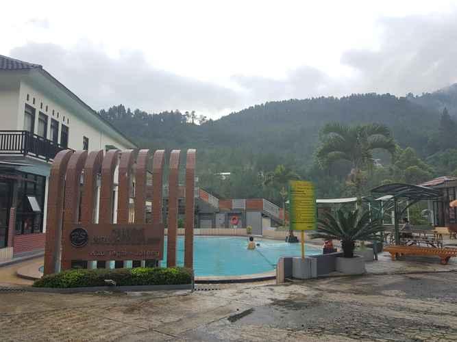 SWIMMING_POOL Sun Q Ta Hotel Guci Tegal