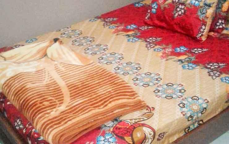 Full House 3 Bedroom at Darmo Homestay Akbar Malang - 3 Bedroom