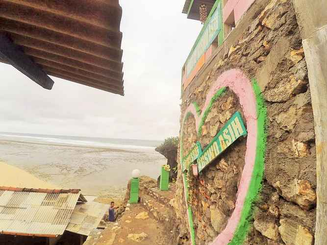 EXTERIOR_BUILDING Kuswo Asih Homestay near Sundak Beach
