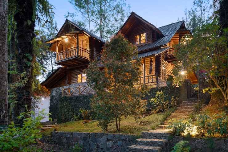 Villa Campaka Log Home Villa Taman Wisata Bougenville Cimaung Indonesia
