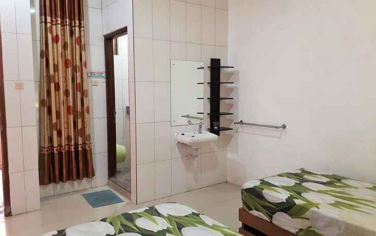 Simple Room at Homestay Kemuning Solo - Superior Twin Room
