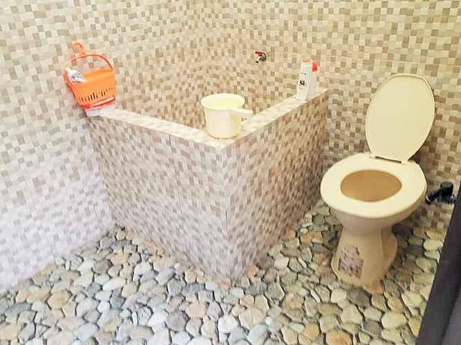 BATHROOM Full House 3 Bedroom at Pulunk Homestay