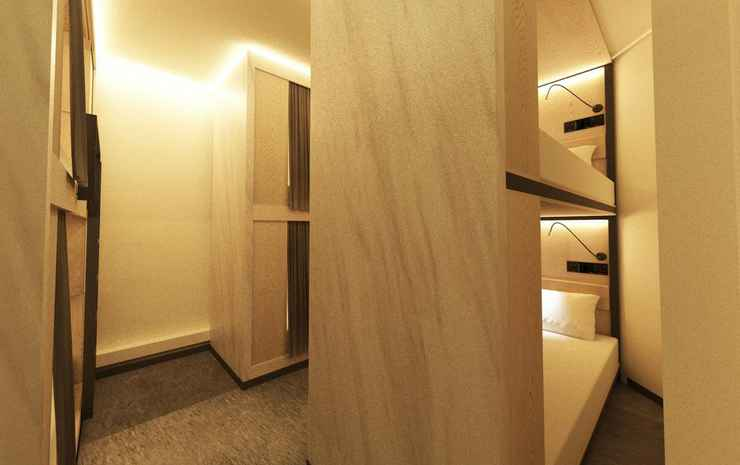 Bond Boutique Capsule Hotel Singapore - Double bed in 20 Beds Mixed Dormitory Room - Lower Deck