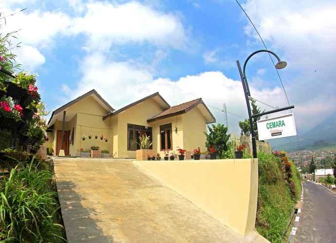 EXTERIOR_BUILDING Cozy Homestay Cemara by Damandiri Selo