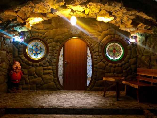 EXTERIOR_BUILDING Seruni Hotel Hobbit House