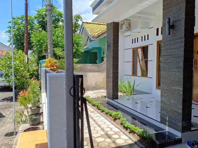 EXTERIOR_BUILDING Nice Room at Omah Cilacap Syariah