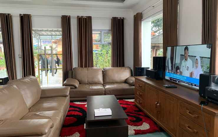 Cozy Room at De Villa Cetho Karanganyar - Happy Big Family (Mountain View)