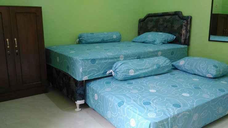 BEDROOM Cozy Room at Penginapan Griya Kita