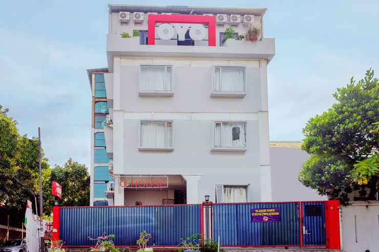 EXTERIOR_BUILDING OYO 208 G House Near RS Siloam Pasar Baru