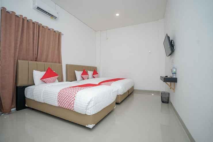 BEDROOM OYO 443 Hotel Barlian