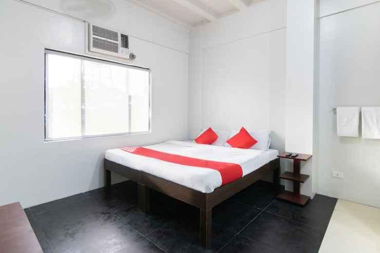 BEDROOM OYO 136 Regal Residences