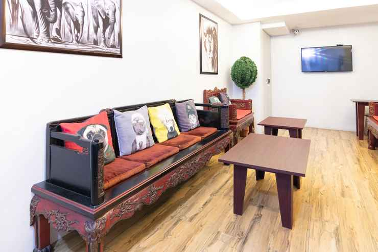 LOBBY OYO 136 Regal Residences