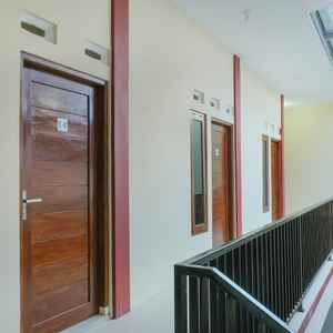 OYO 895 Mahameru Residence Near RS Condong Catur