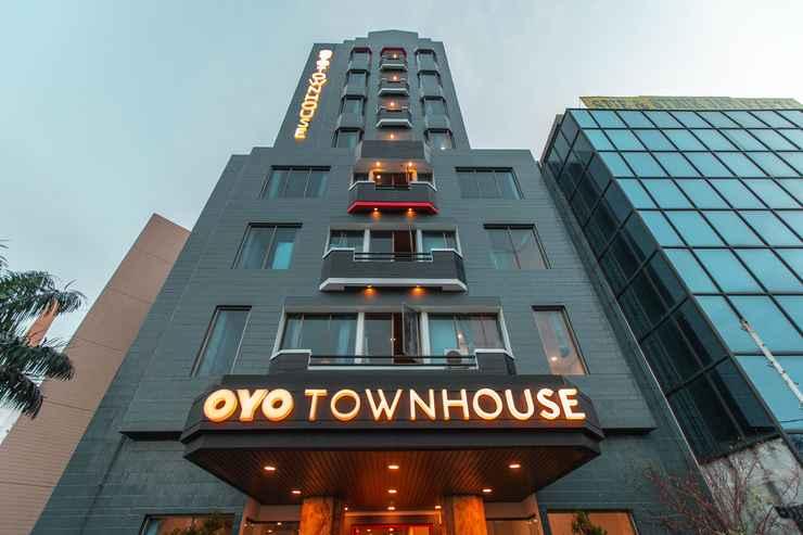 EXTERIOR_BUILDING OYO Townhouse 1 Hotel Salemba Near RS PGI Cikini