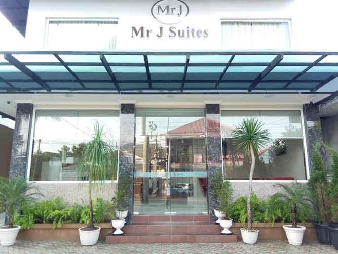 EXTERIOR_BUILDING Mr J Suites Hotel Tegal