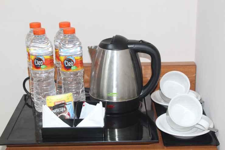 BEDROOM Mr J Suites Hotel Tegal