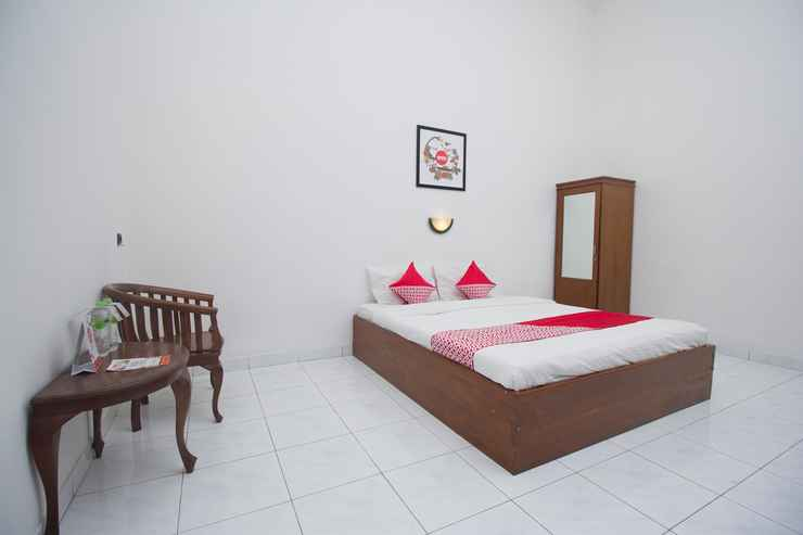 BEDROOM OYO 759 Hotel Dewi Sri