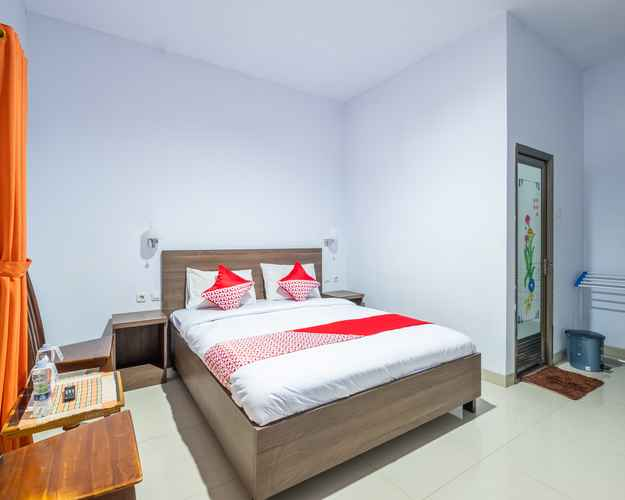 BEDROOM OYO 943 Hotel Azalea Syariah