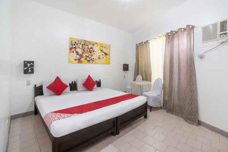 BEDROOM OYO 200 Ponce Suites Art Hotel