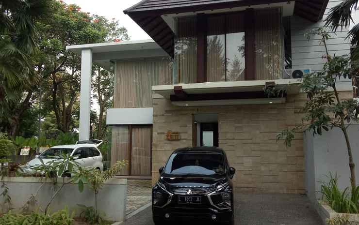 Hyarta Luxorious Golden Villa (near Centre of Yogyakarta)