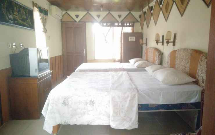Enny's Guest House Malang - Superior Family