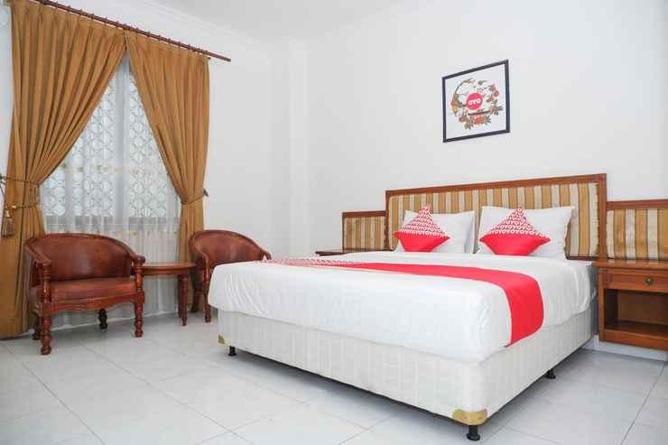 BEDROOM OYO 1136 Hotel Surya Solo