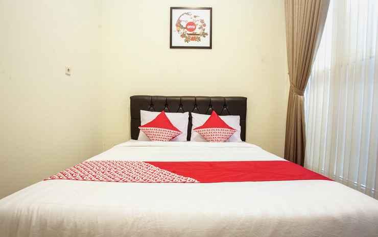 OYO 1241 Eirini Family Homestay Yogyakarta - Deluxe Double