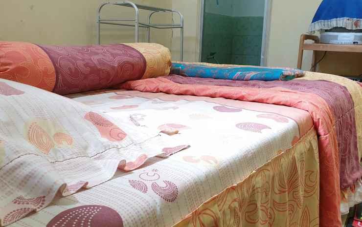 Homestay Dwarawati  Wonosobo - Queen Bed (Private Bathroom)