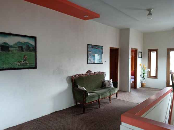LOBBY Homestay Bougenville Dieng