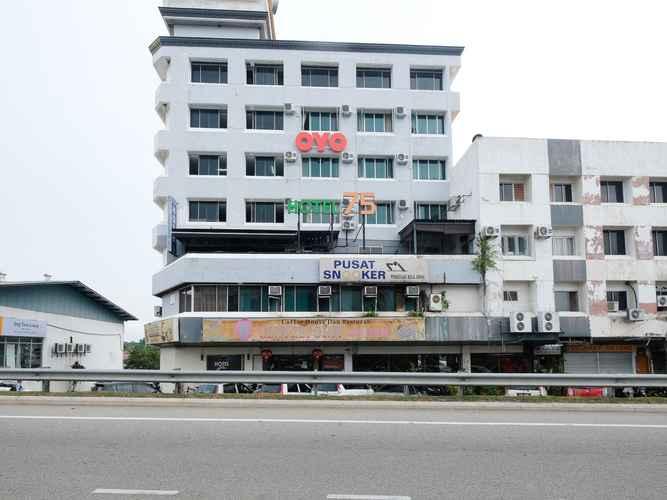 EXTERIOR_BUILDING Hotel 75