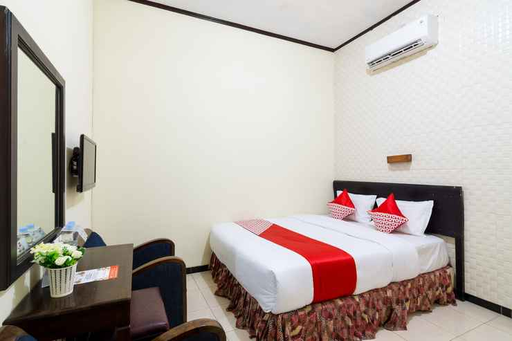 BEDROOM OYO 1338 Hotel Sartika