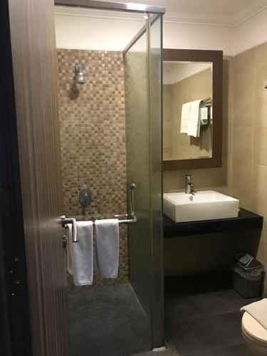 BATHROOM Kawana Hotel Padang