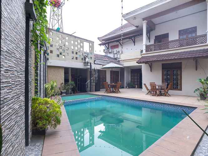 SWIMMING_POOL OYO 1421 Kasmaran Guest House Syariah
