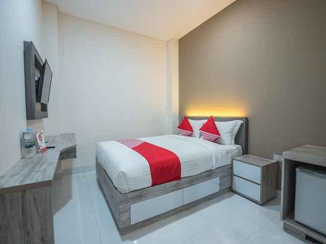 BEDROOM OYO 1487 Residence Khoe Near RS Royal Taruma