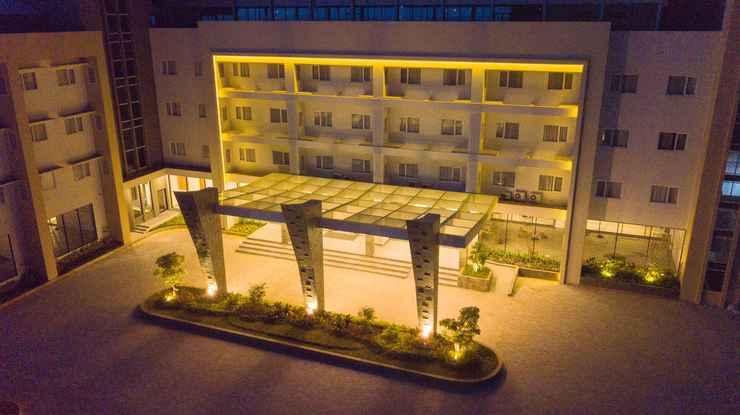 EXTERIOR_BUILDING Pollos Hotel & Gallery