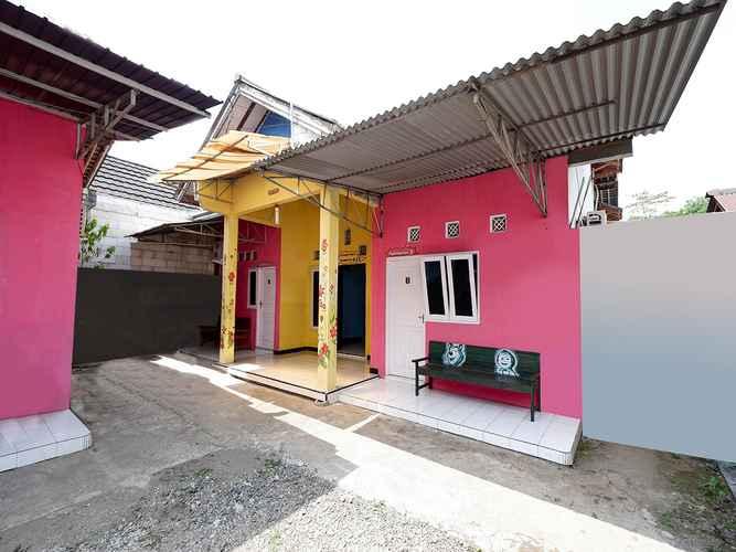 EXTERIOR_BUILDING SPOT ON 2106 Homestay Flamboyan