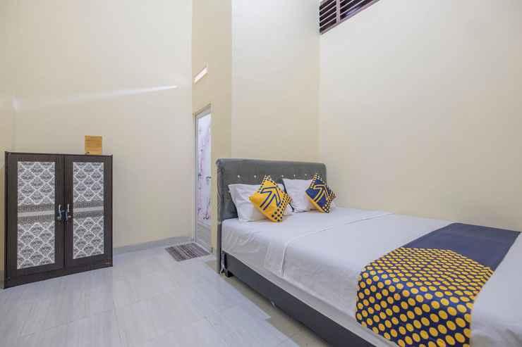 BEDROOM SPOT ON 2461 Pondok Haikal Almira