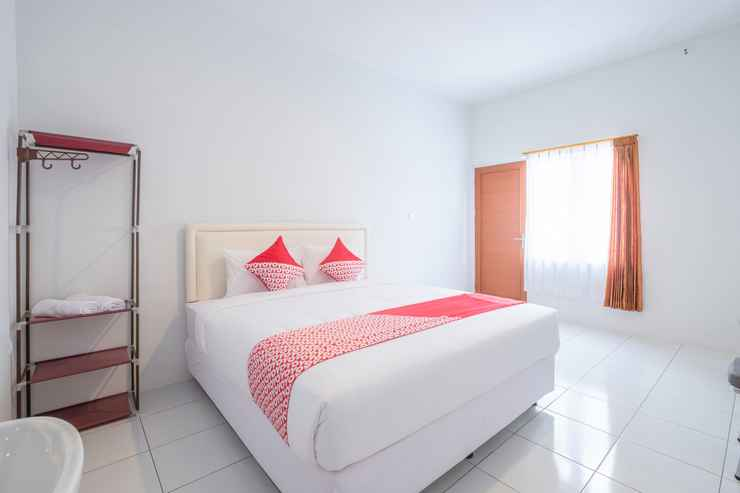 BEDROOM OYO 2188 Rossan Villa 4