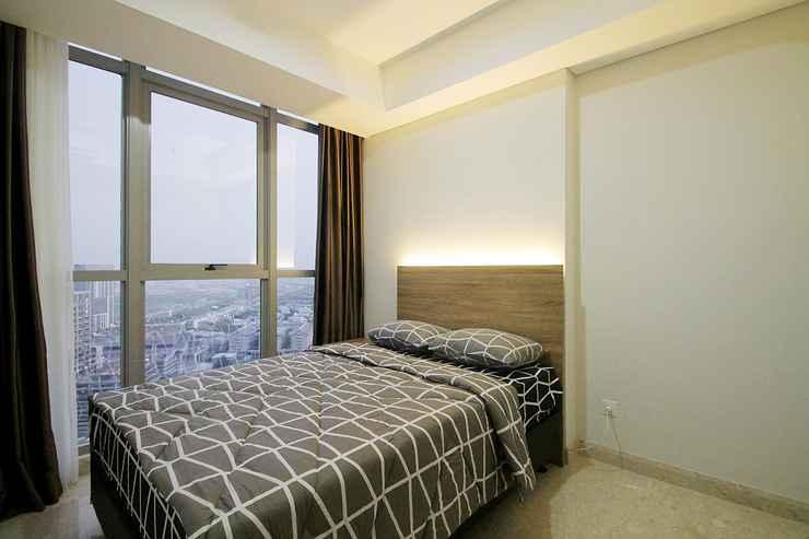 BEDROOM Apartemen Gold Coast by Aparian
