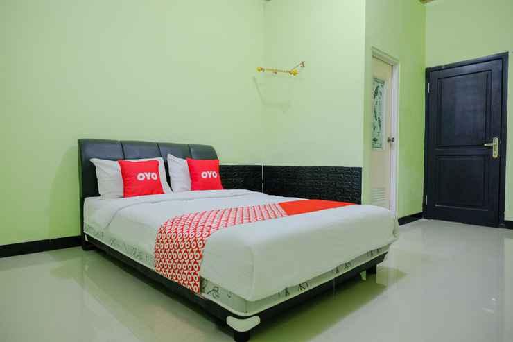 BEDROOM OYO Life 2508 Alba Suites Homestay