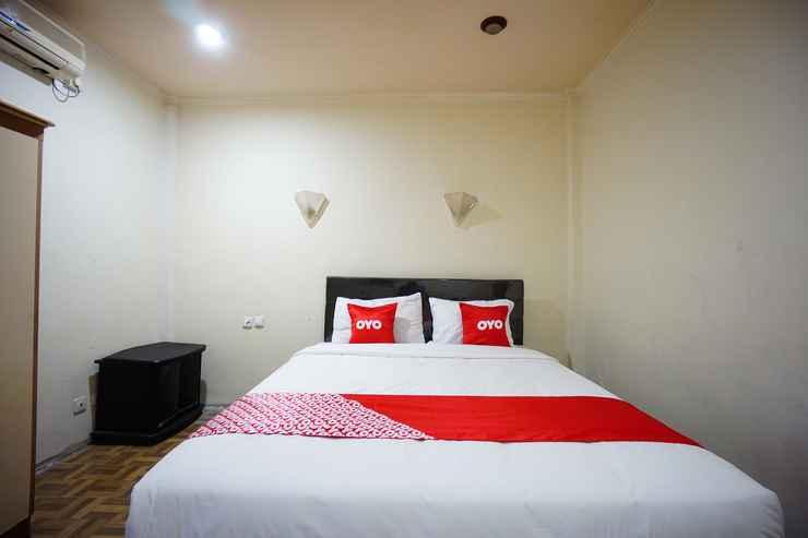 BEDROOM OYO 2217 Galaxy Hotel